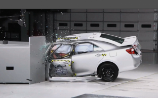 Краш-тест 2015 Toyota Camry